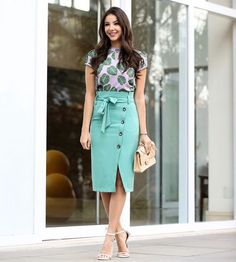 25 Simple But Elegant Women Work Outfit Ideas For Summer - Artbrid - Womens Fashion For Work, Work Fashion, Modest Fashion, Fashion Dresses, Dresses Dresses, Business Casual Outfits, Office Outfits, Trendy Outfits, Skirt Outfits