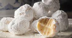 Μια εύκολη συνταγή για τρούφες με λευκή σοκολάτα απο τον Άκη Πετρετζίκη.