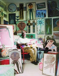 Alabama folk artist Mose Tolliver, surrounded by his creations at the Anton Haardt Gallery, New Orleans, Louisiana, United States, 1992, photograph by Henry Cadenhead.