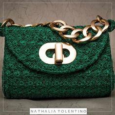 A bolsa Mírian,agora no tamanho menor é puro luxo e um must-have da nova coleção. Com corrente e detalhes metalizados, ela dá um up total ao seu look! Inspire-se! #bag #bolsa #handmade #natháliatolentino #fashion #moda