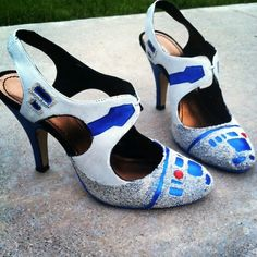 WHAT! /R2D2 heels!! Thanks, @La Farme / Anne Hogan. Now I know what I'm doing with my weekend and extra heels.