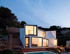 ¡No sin mis amigos! Viaja en grupo por España (como esta casa espectacular en El Port de la Selva)