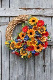 Kompozycja kwiatowa na wianku-dekoracja na cmentarz,na grób,na Wszystkich Świętych Good Morning Gif, Wreaths, Fall, Flowers, Beautiful, Home Decor, Corona, Autumn, Decoration Home