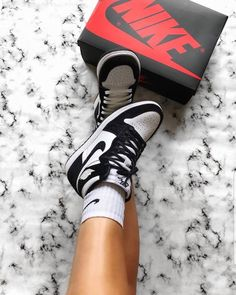 StockX is the Stock Market of Things where you can buy and sell deadstock sneakers and shoes including real Yeezys, Adidas Ultra Boost, Retro Air Jordans, Nike Air Max and new releases. Moda Sneakers, Dior Sneakers, Sneakers Mode, Sneakers Fashion, Nike Fashion, Cheap Fashion, Fashion Men, Jordans Sneakers, Sneaker Outfits
