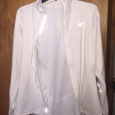 NIKE size M white zip up jacket with side pocket ✅ No signs of wear and tear.                      ✅Color great. Washed in color protective detergent.                                                                   ✅No rips stains or tears.                            ✅Smoke and pet free home.                                 Don't forget to bundle to save                     No trades but feel free to make an offer❣ Nike Tops Tees - Long Sleeve