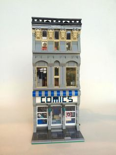 This is a new MOC called the Lego Modular Comic Book Store, built by SargeantSasquatch. It features a small comic shop, and an apartment above. Lego Plane, Lego Boards, Lego Modular, Lego Construction, Brick Block, Cool Lego Creations, Lego Architecture, Lego Projects, Lego Moc