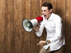 Megáfono en la expresión oral / un mandato