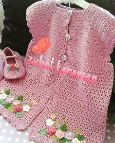 Pembiş yeleğimiz sizlerle Raşide hanımın torunu mutlu günlerde giysin. #örgü #elisi #nakopirlanta #nakoileörüyorum #orguyelek #pembiş #yelek #beybi  #tığişi #kinitting #handmade #kidsblanket #bayblanket #crochetaddict #siparişalınır💕🎀💕