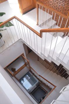 Nhà ống 40 m2 khang trang dù tận dụng nội thất cũ