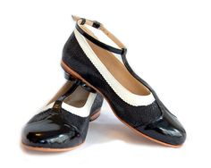 Ona Charol  Flat leather shoes in black and white  by QuieroJune