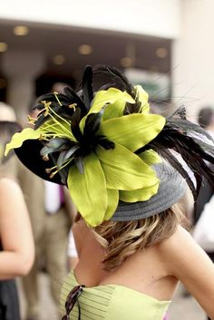 I absolutely adore this derby hat! If I ever get the chance to attend a derby race or travel abroad to London, I'll make it a priority to wear something as elegant as this royal Kentucky Derby Fashion, Kentucky Derby Hats, Ascot Hats, Derby Day, Derby Time, Crazy Hats, Fancy Hats, Wearing A Hat, Love Hat