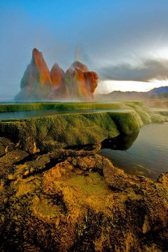 Incredible Fly Geyser in Nevada Created Purely by accident by www.boredpanda.com - Pixdaus