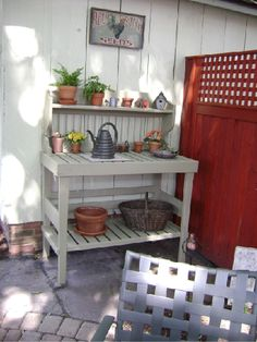 potting bench exactly what I want...with fence to hide AC and garbage can.