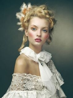 One of the beautiful makeup looks I want to try in the new set, La Marquise de Pompadour