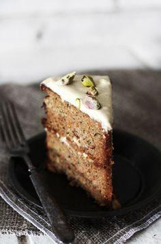Harvest #Cake with Vanilla Cream, dairy-free, grain-free, refined sugar-free. Recipe here: http://www.roostblog.com/roost/harvest-cake-with-vanilla-cream.html #food #recipe