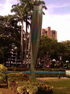 Carlos Cruz-Diez, 2000. Cromovela. Plaza Cristóbal Mendoza, Valencia, Venezuela