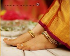 Bridal Jewelry Inspiration : Adorn Your Feet With Gorgeous Anklets Gold Anklet, Silver Anklets, Anklet Jewelry, Wedding Jewelry, Women's Anklets, Toe Ring Designs, Anklet Designs, Jewellery Designs, Jewelry Patterns