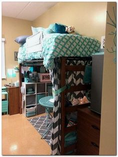 Classy Dorm Room Organization Ideas You Must Have So you have arrived at your dorm room. You are disappointed with the size. Your roommate smells a bit. Dorm Room Storage, Dorm Room Organization, Organization Ideas, Storage Ideas, Bed Storage, College Dorm Organization, Record Storage, Organizing, Classy Dorm Room