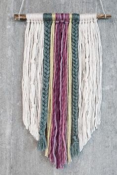 DIY : Yarn wall hanging idea. An easy wall art project for your home.