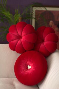 Flower velvet Round pillow hand made pillow,circular pillow,round throw pillow,velvet pillow Bow Pillows, Sewing Pillows, Velvet Pillows, Throw Pillow, Diy Para A Casa, Designer Bed Sheets, Pillow Crafts, Cushion Cover Designs, Flower Pillow
