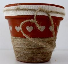 Come decorare i vasi di terracotta - How to decorate terracotta pots  http://www.lisoladeglidei.it/
