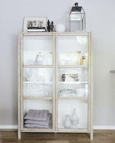 DIY- IKEA hack gör ett vackert Tine K skåp av Björknäs vitrin Ikea Corner Cabinet, Display Cabinets Ikea, Cabinet Decor, Billy Hack, Billy Ikea, Painted Furniture, Diy Furniture, Diy Interior, Diy Projects