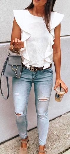 Clothing white shirt, skinny jeans, and sandals. ClothingSource : white shirt, skinny jeans, and sandals. Dressy Outfits, Mode Outfits, Casual Wear, Fashion Outfits, Chic Outfits, Jean Outfits, Dressy Jeans Outfit, Casual Shoes, How To Wear White Jeans