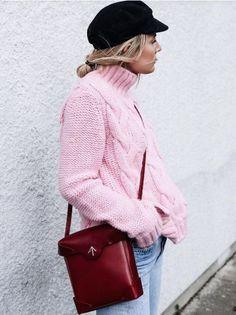 ad7544e92d5fd Ko kaže da roze nije u trendu  Ružičasti džemper je novi IT komad  najstilizovanijih dama