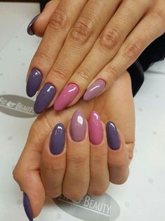 False nails have the advantage of offering a manicure worthy of the most advanced backstage and to hold longer than a simple nail polish. The problem is how to remove them without damaging your nails. Trendy Nails, Cute Nails, My Nails, Fingernails Painted, Winter Nail Designs, Gel Nail Designs, Nails Design, Purple Gel Nails, Purple Nail Art