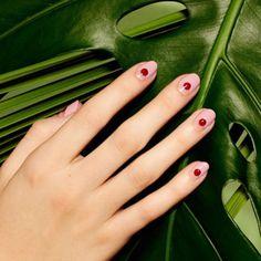 Breathtaking 48 Minimal Nail Art Design Ideas from https://www.fashionetter.com/2017/06/07/48-minimal-nail-art-design-ideas/