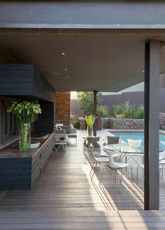 Piscine et terrase couverte en résidence de prestige en Afrique du Sud
