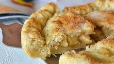 La tarte aux pommes américaine (Apple pie), c'est très bonne ! Je vous assure qu'elle fond dans la bouche, c'est le meilleur gâteau aux pommes que j'aie Food, Quiches, American Apple Pie, Coconut Flour, Apple Doughnut, Essen, Quiche, Pies, Yemek