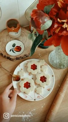 Cream Patisserie, Shapes Biscuits, Bakery Cakes, Healthy Eating Recipes, Dessert Recipes, Desserts, Spring Crafts, Flower Shape, Food And Drink