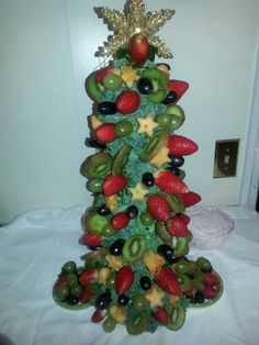Katrina's Creations centerpiece, christmas party idea, christmas tree fruit arrangement, diy fruit arrangement, fruit ideas