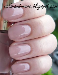Loreal nail polish in : Rose Bagatelle.