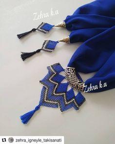 No photo description. Scarf Jewelry, Fabric Jewelry, Macrame Necklace, Crochet Necklace, Homemade Bracelets, Back Neck Designs, Point Lace, Moda Emo, Button Crafts