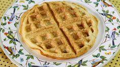 Vivo em busca de receitas gostosas e fáceis de fazer, para poder dividir aqui com vocês. ♥ A desse waffle low carb é fantástica!