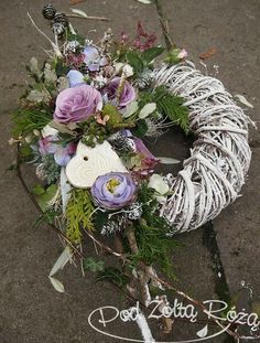 Christmas Flower Arrangements, Funeral Flower Arrangements, Funeral Flowers, Floral Arrangements, Cemetary Decorations, Christmas Wreaths, Christmas Decorations, Garden Workshops, Sympathy Flowers