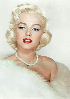 Marilyn Monroe, beautiful color photo of her, Estilo Marilyn Monroe, Marilyn Monroe Kunst, Marilyn Monroe Artwork, Marilyn Monroe Makeup, Hollywood Glamour, Hollywood Stars, Classic Hollywood, Old Hollywood, Laser Tag