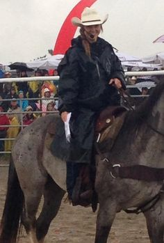 Amber Marshall hosting a rodeo in the rain. Watch Heartland, Heartland Tv Show, Amber Marshall, Canadian Actresses, Rodeo, Graham, Amy, Horses, Celebrities