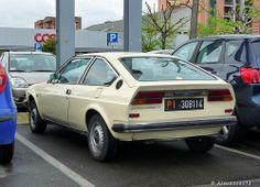 Alfasud Sprint, Sexy Golf, Alfa Romeo Cars, Vintage Posters, Vintage Cars, Cool Cars, Automobile, Wheels, Vehicles
