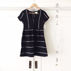 || NWT || Black & White Stripe Dress NWT Never worn simple black & white stripe linen dress. Darling keyhole back with single button closure. Not Madewell but incredibly similar to their stucco stripe songbird dress and many others! From Old Navy. ✨3/7 'Spring Fling' Host Pick! ✨ Madewell Dresses