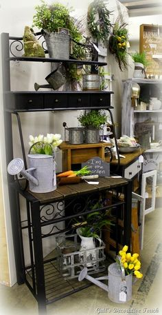 Having a potting bench makes working in the garden so much easier and more organized. Here's a great collection of DIY potting bench ideas. Outdoor Remodel, Bakers Rack Kitchen, Decor, Outdoor Bakers Rack, Furniture, Porch Decorating, Bakers Rack Decorating, Outdoor Shelves, Home Decor