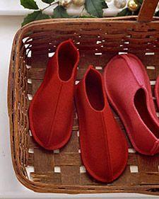 Center seam felt baby slippers