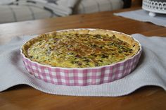 Quiche Lorraine - der Klassiker, ein gutes Rezept aus der Kategorie Backen. Bewertungen: 90. Durchschnitt: Ø 4,4.