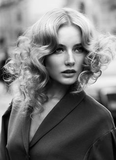 Amazing hairstyle! #hair #hairdo #hairstyles #haircolor #haircuts #hairstyleforlonghair #hairtips #longhair #hairtrend #curls #inspiration #beauty  #hairextensions #retro