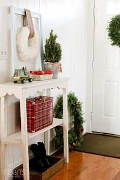 A Cottage Christmas Home Tour, inspiration for your entry way - Tidbits