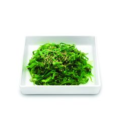 Wakame salad. Ensalada de algas wakame y algas agar agar con semillas de sésamo.