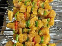 Huile d'olive, citron, carvi, curry, ail, gingembre, thym, sauce soja, Sel, Poivre, blanc de poulet
