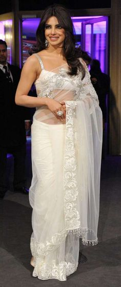 priyanka chopra sari is always as dashing and sensational as she herself is. In the above picture, the sari worn by Priyanka is embellished with beautiful embroidery. Priyanka Chopra Saree, Manish Malhotra Saree, Lehenga Choli, Bollywood Stars, Bollywood Fashion, Bollywood Actress, Bollywood Girls, Indian Dresses, Indian Outfits